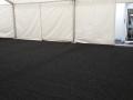 černý zátěžový koberec ve stanu, pronájem Štefek