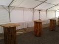 dřevěné bistrostolky, standby, obdélníkové stoly s ubrusy, zářiče, stan, zařízení, pronájem Štefek