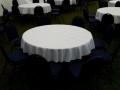 kulatý stůl s ubrusem, židle polstrovaná bez potahu, pronájem Štefek