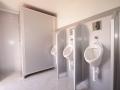 luxusní splachovací mobilní wc, interiér, pánská část, pronájem Štefek